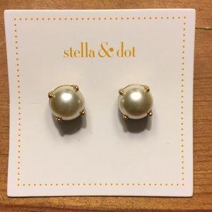 Stella & Dot - Dorothy Pearl Studs